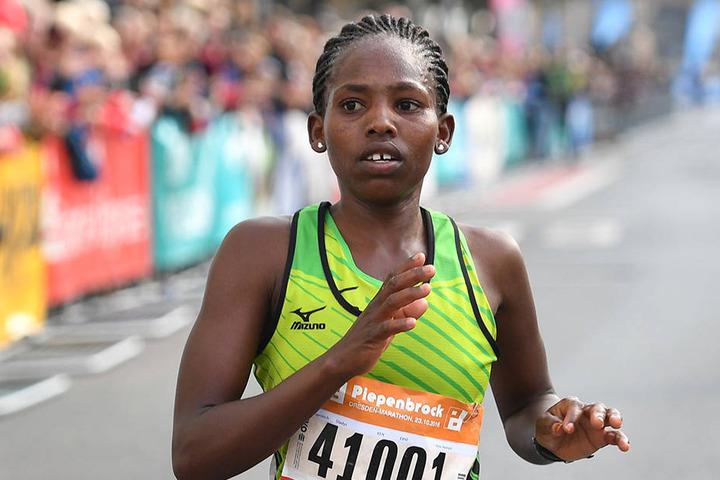 Siegerin bei den Frauen wurde wie im letzten Jahr die Kenianerin Gladys Kiprotich .
