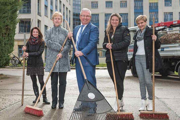 """Heute beschäftigt Burkhard Vester (61) stolze 80 Mitarbeiter. Sitz der """"Vester Dienstleistungsgruppe"""" ist in Striesen an der Bertolt-Brecht-Allee."""