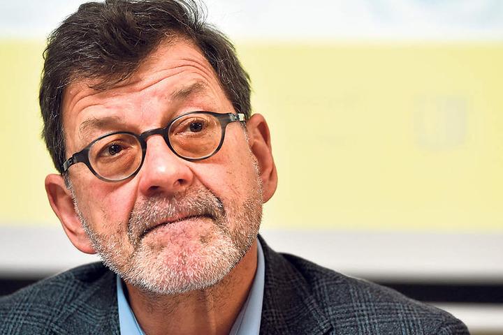 Reinhard Koettnitz (61), Chef des  Straßen- und Tiefbauamtes, rechnet noch an den exakten neuen Gebühren.