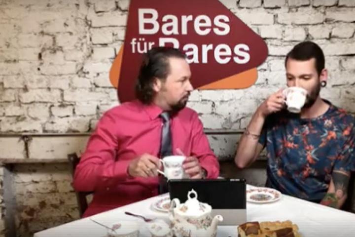 Im Video trinkt Fabian Kahl offensichtlich Kaffee.