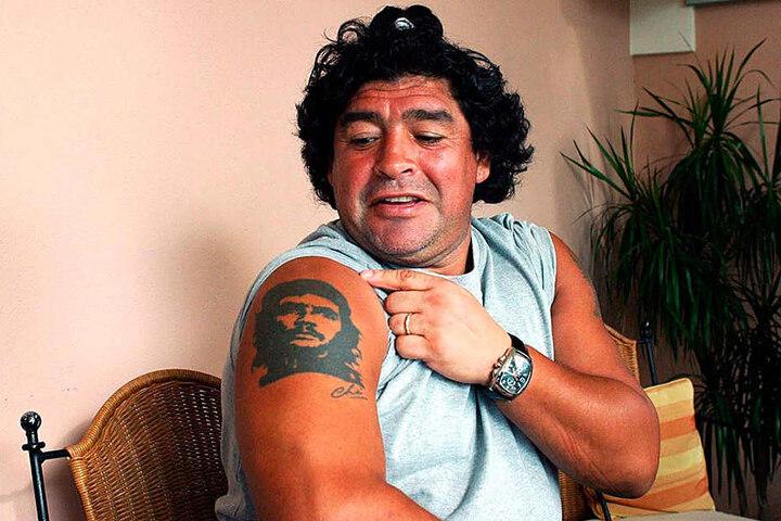 Fußball-Legende Diego Maradona ließ sich den Revoluzzer auf den Arm stechen.