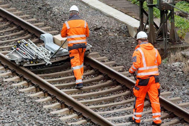 Sperrungen: Bauarbeiter sind demnächst zwischen Mannheim und Karlsruhe am Schaffen. (Symbolbild)