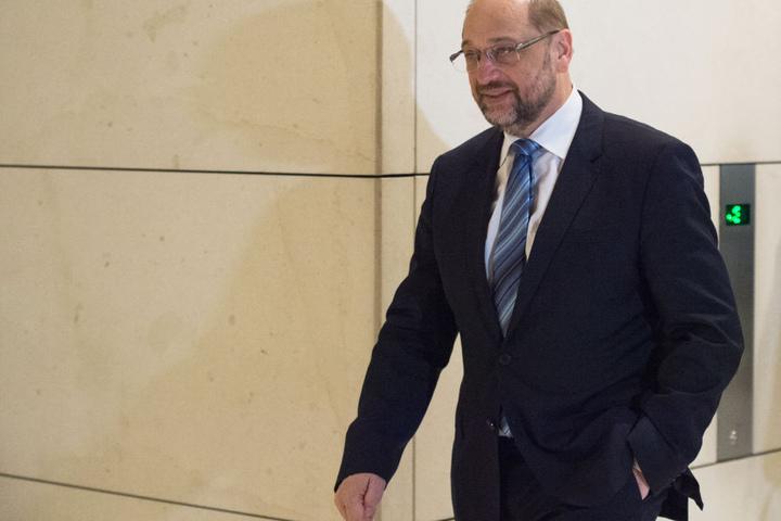 Rolle rückwärts: Erst wollte Martin Schulz nicht ins Kabinett von Merkel, dann auf einmal als Außenminister doch.