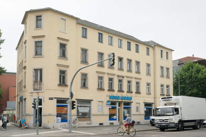 """Am Monatsende schließt Dresdens letzte kommerzielle Videothek, die """"Video World""""-Filiale an der Reisewitzer Straße in Löbtau."""