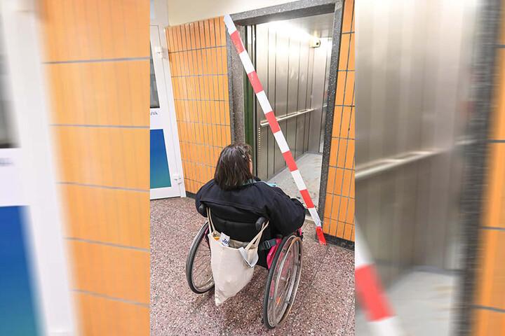 Diese Bewohnerin (47) im Rollstuhl ist ohne Fahrstuhl auf fremde Hilfe angewiesen, um das Haus zu verlassen und in die Wohnung zurückzukehren.