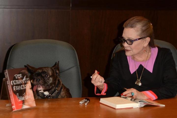 Erst am 28. November 2016 hatte Fisher in Los Angeles (mit ihrem Hund Gary) ihre Autobiografie vorgestellt.
