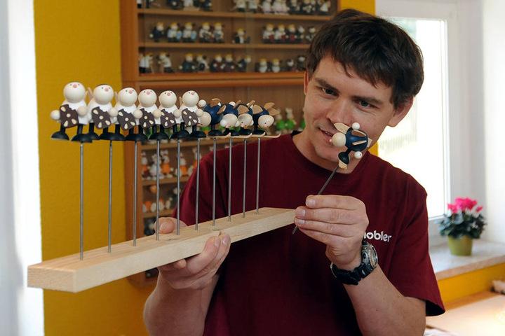 Der erzgebirgische Spielzeugmacher Dirk Hobler. Viele Betriebe suchen dringend Nachfolger.