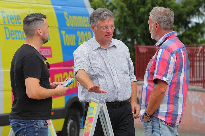 Zastrow beim Straßenwahlkampf in Riesa.