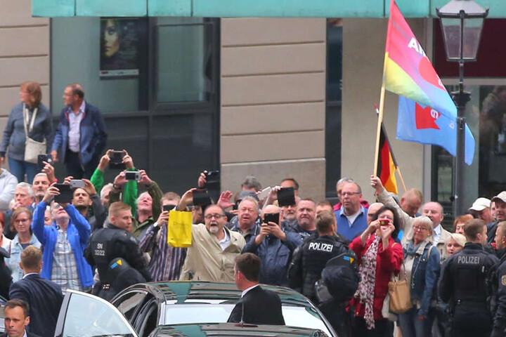 PEGIDA-Teilnehmer versammelten sich am Montagabend in der Stadt.