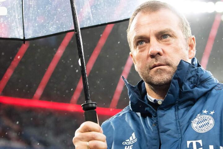 Bleibt Hansi Flick bis Sommer? Die Trainerfrage beim FC Bayern München steht weiter im Raum.