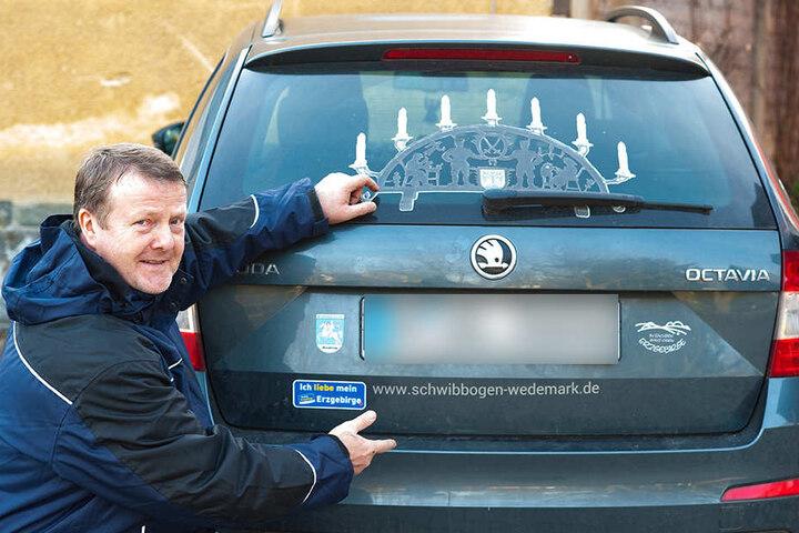 Seine Liebe zum Erzgebirge zeigt der Niedersachse Wolfgang Lorentz auch auf dem Auto.