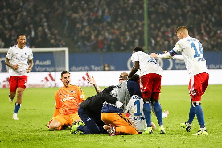 Wird der HSV auch ohne Stürmer Pierre-Michel Lasogga (Dritter von rechts) gegen den 1. FC Union Berlin jubeln können?