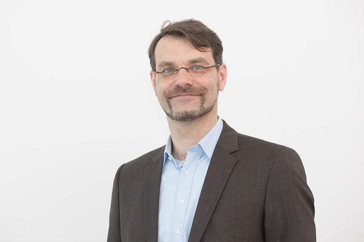 """Oliver Aubel (45) ist im Dresdner Werk verantwortlich für das Thema """"Automotive""""."""