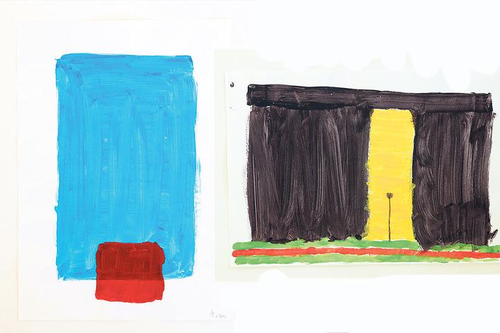 Links: Komposition in Rot und Blau. Mit einem dicken Pinsel hat sich Stefan  Heinemann an das Blatt gewagt. Rechts: Ein Blatt von Heinemann - ohne Titel. Ein heller Durchbruch in einem massiven  Block.