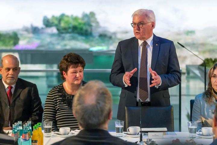 Der Bundespräsident kam im Staatlichen Museum für Archäologie (smac) an der Kaffeetafel mit Bürgern ins Gespräch.