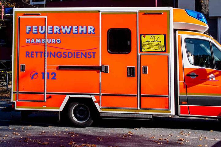 Der Rettungsdienst musste den Verletzten ins Krankenhaus bringen. (Symbolbild)