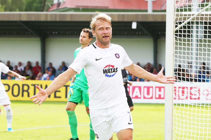 Jan Hochscheidt jubelt nach seinem Treffer zur Auer 2:1-Führung.