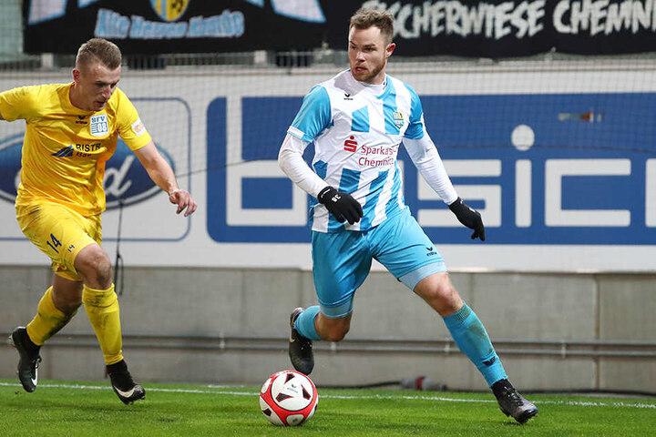 Matchwinner Tobias Müller (r.) zieht dem Bischofswerdaer Tommy Klotke davon.