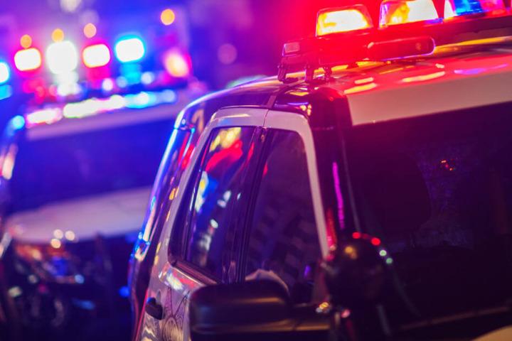 In der Nacht auf Sonntag sorgte eine Familienstreitigkeit für einen größeren Polizeieinsatz. (Symbolbild)
