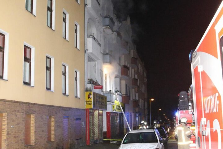 Eine Person wurde im Feuer schwer verletzt.
