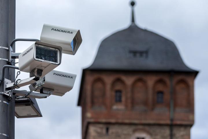 Rund 850.000 Euro verschlingt die Videoüberwachung in der Innenstadt. Die Kameras versprechen gerichtsverwertbares Bildmaterial. Voraussichtlich ab September geht das Großprojekt in Betrieb.