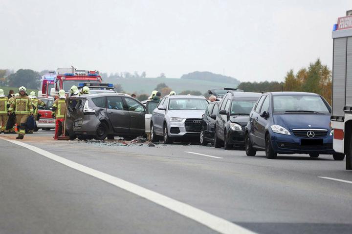 Die Autobahn ist in Fahrtrichtung Görlitz komplett gesperrt.