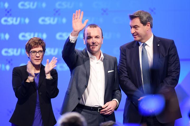 CDU-Vorsitzender Kramp.Karrenbauer, Manfred Weber (CSU) und der neu gewählte CSU-Chef Söder auf dem Sonderparteitag in München.