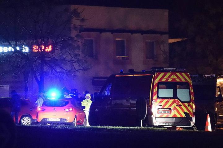 Die Polizei geht von einem kriminellen Akt aus.Ein terroristischer Hintergrund sei unwahrscheinlich.