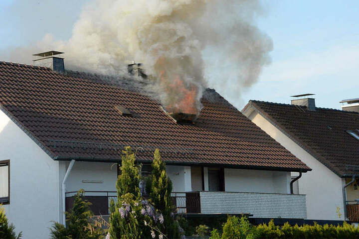 Die Flammen schlugen schon aus dem Fenster.
