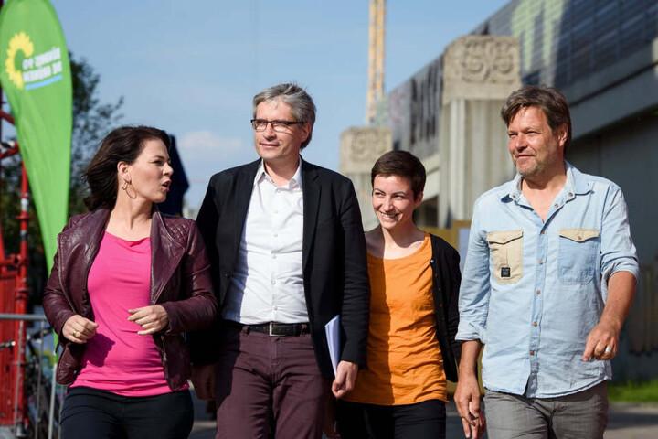 Wahlkampf-Endspurt der Grünen mit den Parteichefs Baerbock (38, l.) und Hobeck (49, re.) und den Spitzenkandidaten Giegod (49, 2.v.l.) und Keller (37).