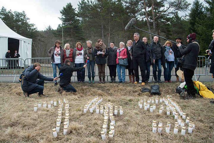 Deutsche Verwandte und Freunde von Opfern des Germanwings-Absturzes treffen sich in Le Vernet.
