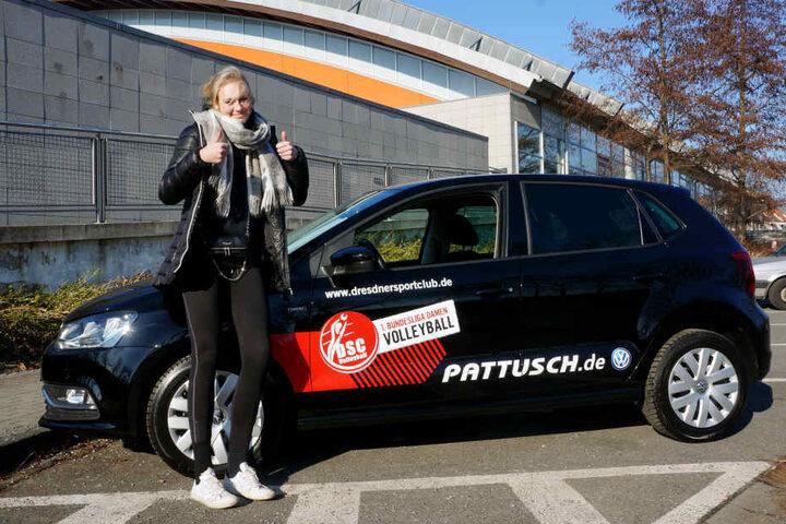 Freut sich wie Bolle: Dominika Strumilo hat jetzt Führerschein und ein neues Auto in der Tasche.