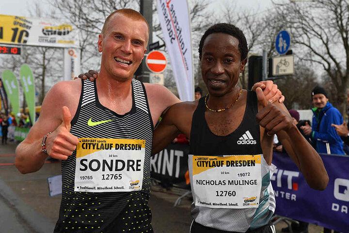 Die zwei besten Männer: Sondre (2. Platz) und Sieger Nicholas Mulinge.