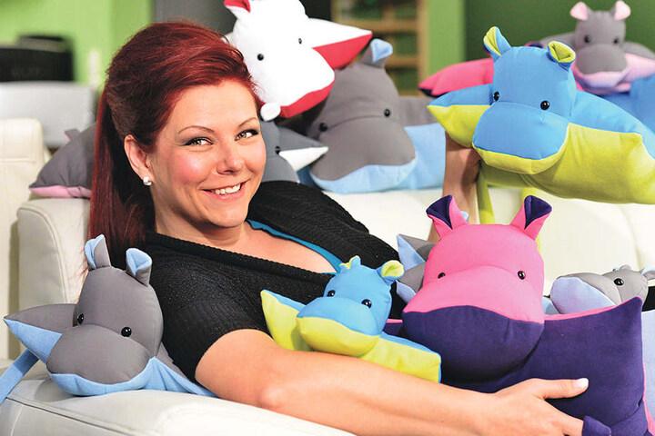 Man sieht es Jenny Marks (38) an: Ihre Nilpferdkissen machen gute Laune.