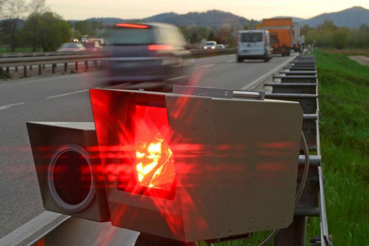 Bei Rot über die Ampel oder zu oft geblitzt: Viele Chemnitzer müssen ihre Fleppen abgeben. Dann ist anwaltlicher Rat gut und teuer.