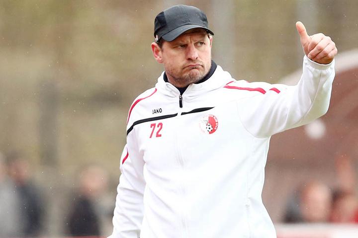 Daumen hoch! Wird er neuer FCE-Trainer. Steffen Baumgart zuletzt beim Regionalligisten Berliner Ak tätig.