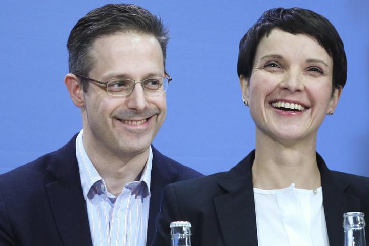 Marcus Pretzell (43) ist Landesvorsitzender der AfD in Nordrhein-Westfalen. Frauke Petry (41) ist seine Parteichefin - und nun auch Ehefrau.