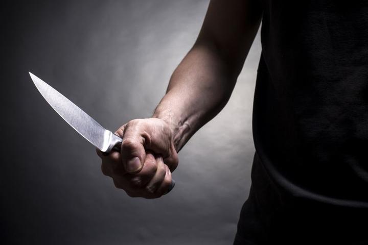 Mit dem Survivalmesser attackierte der Mann die Polizisten. (Symbolbild)