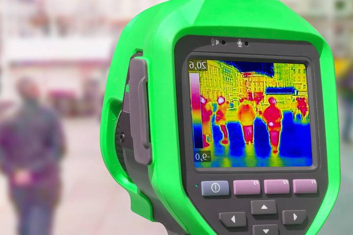 Mithilfe einer Wärmebildkamera wurden die Beamten fündig. (Symbolbild)