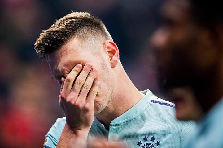 Würde am liebsten im Boden versinken: Bayerns Niklas Süle nach der 1:3-Schlappe bei Bayer 04 Leverkusen.