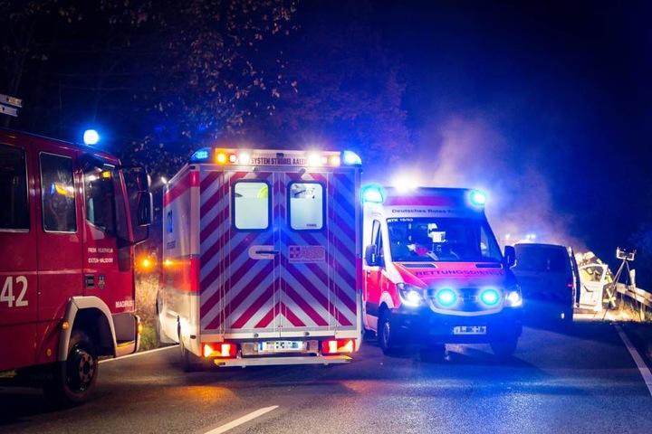 Feuerwehr und Rettungsdienst an der Unfallstelle.