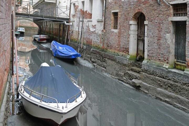 In den kleineren Kanälen kann kein Boot mehr fahren.