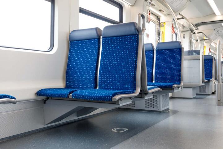 Unter den Sitzen kann Gepäck verstaut werden.