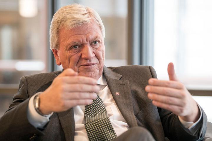 Seine Amtsgeschäfte führte Volker Bouffier (67, CDU) dennoch fort.