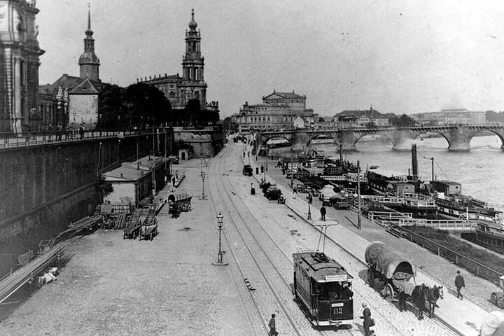 Vor genau 125 rollte der erst Triebwagen vom Schlossplatz zum Schillerplatz. Das Terrassenufer führte damals noch direkt hoch zum Schloss.
