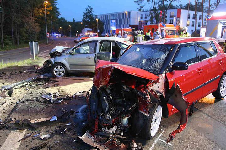 Illegale Autorennen enden immer wieder mit schweren Unfällen so wie hier 2016 in Hagen.