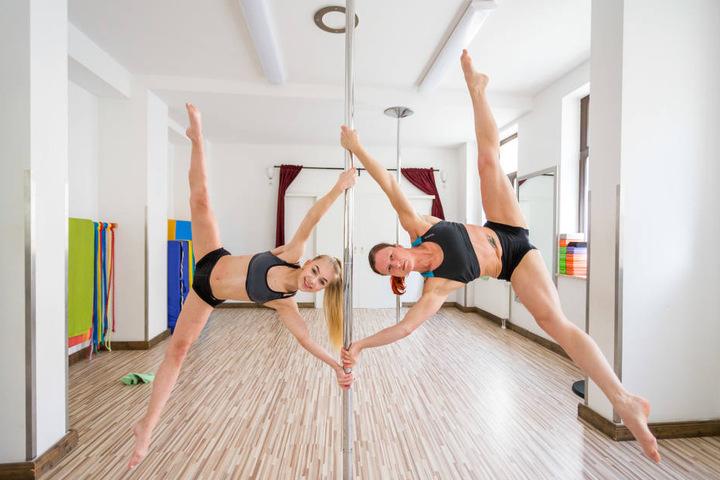 Dreimal die Woche trainiert die Schülerin im SK-Sport und Polexperience Leipzig. Aber auch zu Hause  hat sie eine Stange zum Üben.