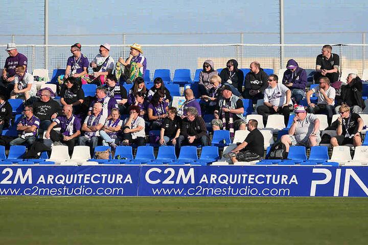 Viele angereiste Fans konnten sich über eine starke Partie der Veilchen freuen.