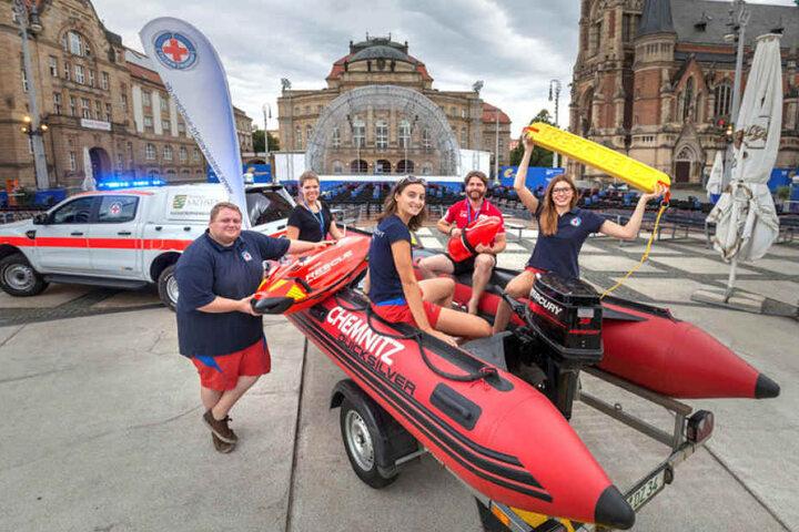 Lebensretter als Filmhelden: Die Mädels und Jungs der Chemnitzer Wasserwacht zeigen am Freitag bei den Filmnächten wie Wasserrettung richtig geht.