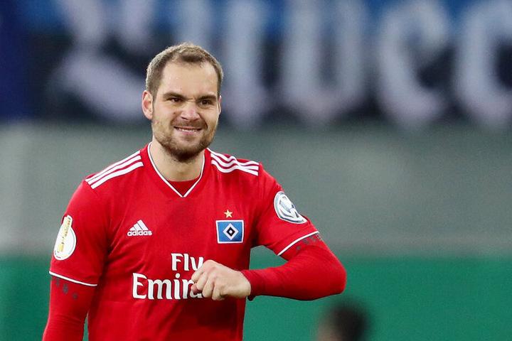 Pierre-Michel Lasogga hat den HSV gegen Paderborn mit einem Doppelpack ins Halbfinale im DFB-Pokal geschossen.